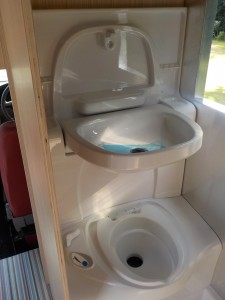 Retro_Tourer_Motorhome_Toilet_04