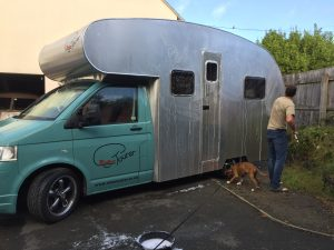 Motorhome_exterior_washing_boxer